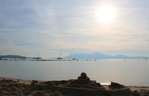 El concurso de fotografía digital busca imágenes de Mallorca con predominio del color azul, el verde o el rojo.