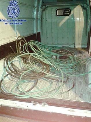 Parte del cable intervenido por la policía al detenido.