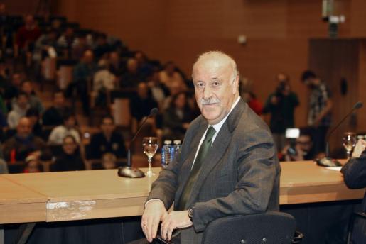 El seleccionador español de fútbol, Vicente del Bosque, antes de ofrecer una conferencia sobre la selección española de fútbol en Salamanca.