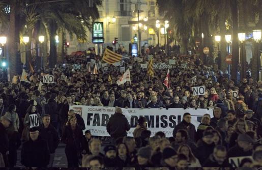 Multitudinaria marcha en Valencia en protesta por el cierre de Radiotelevisión Valenciana (RTVV) y reclamando la dimisión del president de la Generalitat, Alberto Fabra, y la convocatoria de elecciones anticipadas.