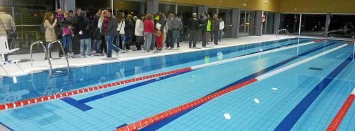 La piscina era una de las reclamaciones de los vecinos desde hace muchos años. Mañana ya la podrán estrenar.