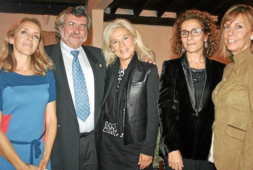 Gwen Le Bouvier, Yves y Susane Roch, María Dolores Riart y Queta Romaguera.