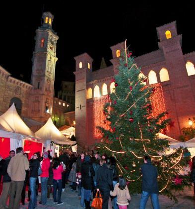 Con un marcado acento alemán, el mercadillo navideño del Poble Espanyol siempre luce sus mejores galas con la llegada de la Navidad.