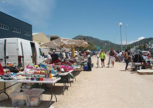 El mercado de Son Bugadelles cuenta con numerosas antigüedades y artículos de segunda mano.