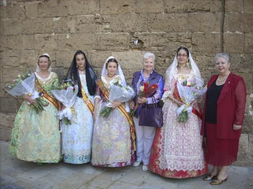 María Vicenta Candela, Elena Calderón, María José Candela, Paquita Tomás, Elena Gutiérrez, presidenta de la Falla El Toro, y Teresa Rodilla, presidenta de la Casa Regional de Valencia en Mallorca.
