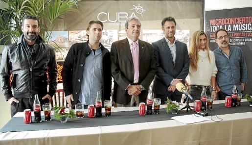 Jaime Anglada, Jaime Perpiñá, Antoni Cardona, Biel Mulet, Lia y Javier Matesanz, ayer en el bar Cuba Colonial.