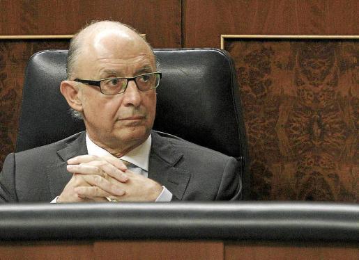 El ministro Montoro debe hacer frente a una cascada de renuncias en la Agencia Tributaria a raíz del 'caso Cemex'.