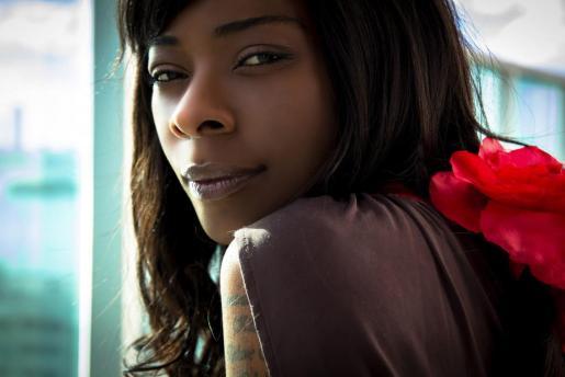 Fotografía promocional del disco 'La noche más larga', de la cantante Concha Buika.