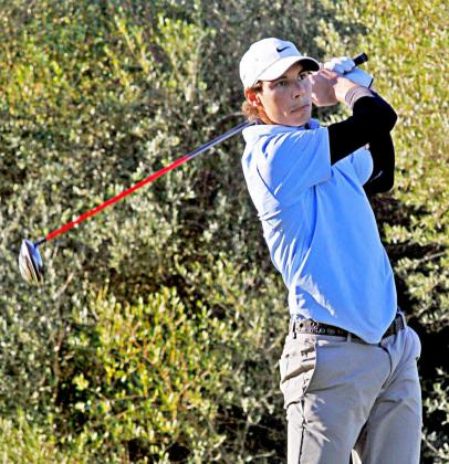 Rafael Nadal, tras uno de sus golpes durante la jornada inaugural del Corporate Golf Cup.