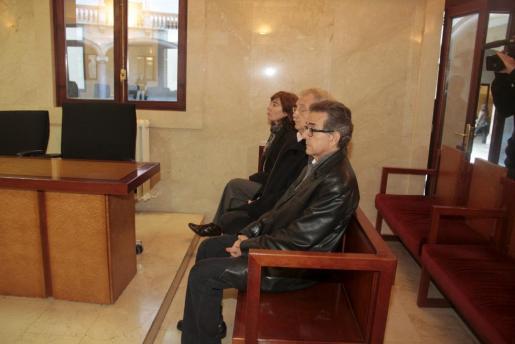 Los inculpados son Rosa Grijalba, Juan Fortuny y Ángel Gallego.