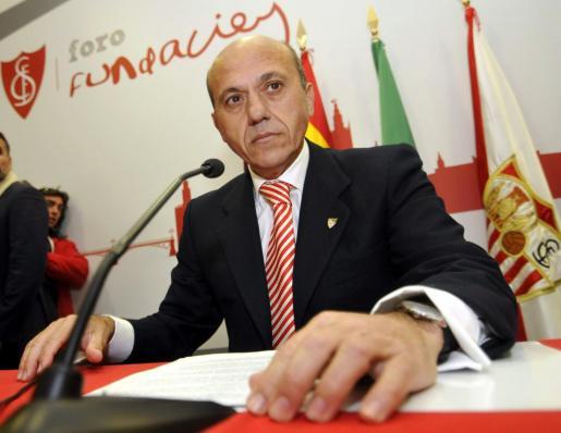 El hasta hoy presidente del Sevilla, José María del Nido, durante su comparecencia ante los medios donde anunció su retirada.