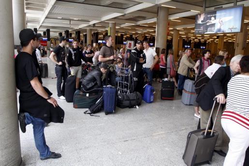 El aeropuerto de Palma contabilizó durante la jornada de ayer 21 cancelaciones en vuelos con el Reino Unido.