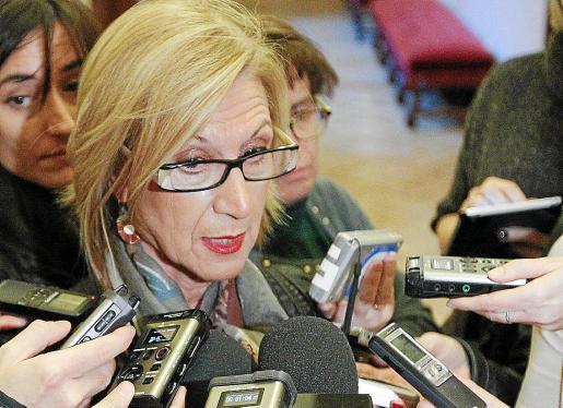La portavoz de UPyD, Rosa Díez, apoyó la propuesta del PSOE por «coherencia».