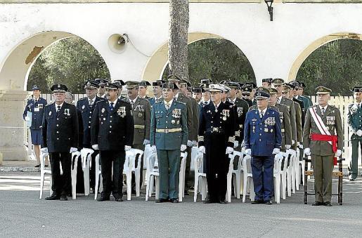 El comandante general, Casimiro Sanjuán, junto a los mandos militares.