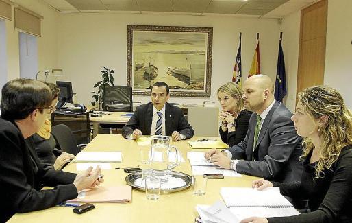 PALMA LOCAL Joaquín García es reuneix amb els grups parlamentaris per tractar el Pla d'Ocupació, lloc: conselleria d'economia FOTO MIQUEL A. CAÑELLAS