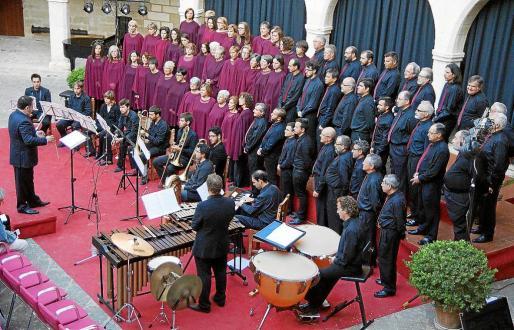 'Cantaires' de la Capella Mallorquina, que dirige J. M. Moreno.