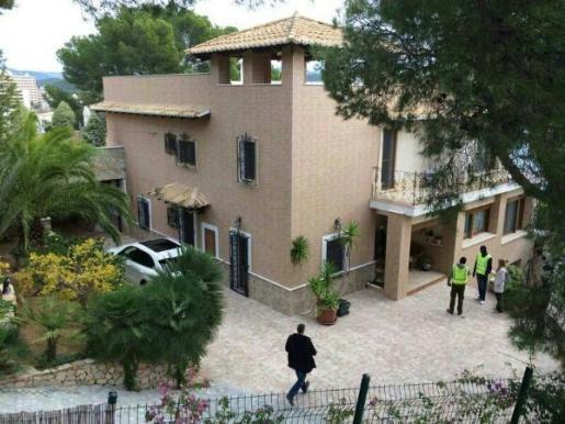Imagen de la casa donde se han llevado a cabo los registros esta mañana.