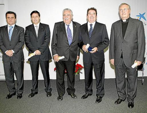 Aurelio Vázquez, Óscar Mayol, Pere A. Serra, Juan Miguel Caldentey y mossèn Bartomeu Veny.