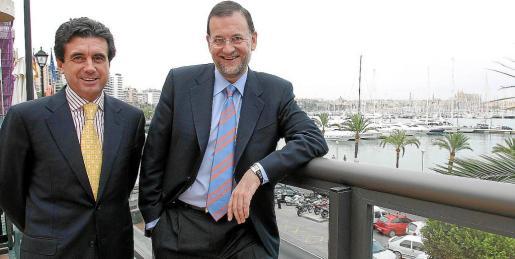 Matas ha dejado a criterio de Rajoy su ingreso, o no, en la cárcel. Ambos posan en el Passeig Marítim en 2004. Foto: TERESA AYUGA