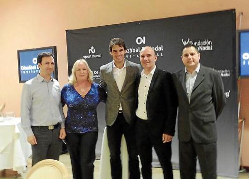 Rafael Nadal con el equipo de Stil Hotels & Resorts, Pedro Cladera, Nadia Marmy, Jaume Mas y Pep María Valls.