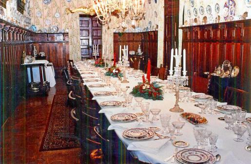 El gran comedor de gala de Can Olesa con la parte que pertenece a Can Riera al fondo.