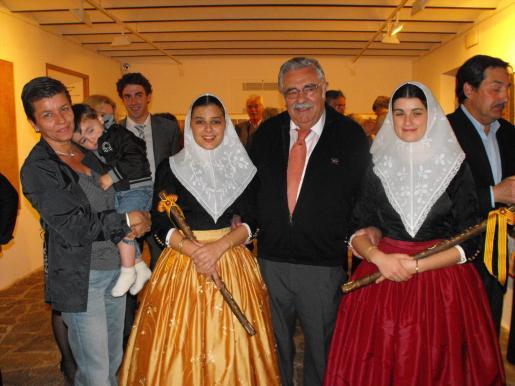 Pere A. Serra, con las Valentes Dones de Sóller, Esperança Bernat y Cristina Gual; Carmen Serra y Pere Alonso.