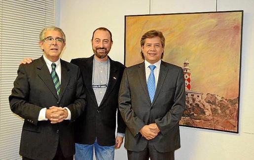 El cónsul de Argentina, Daniel Samaniego; Miguel Ángel Guerreiro, y el cónsul de Colombia, Franck Godoy.