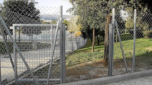 Cort está vallando una zona para perros en el parque de Son Dameto.