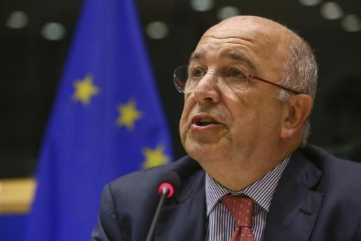 El comisario de Competencia de la UE, Joaquín Almunia, ofrece una rueda de prensa en Bruselas para abordar el asunto