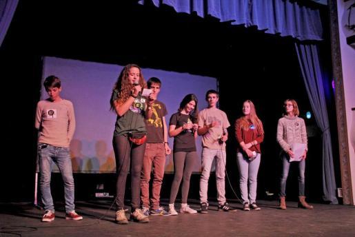 Socios y amigos quisieron estar presentes en el acto del 40 aniversario del GOB, que se celebró anoche en el Teatre Mar i Terra, de Palma.