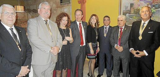 Juan Antonio Torres, Manuel Sañudo, presidente de la hermandad; Rocío Torres, José Mendoza, Sandra León, Domingo Cruz, Juan Montoya y Antonio Sánchez.