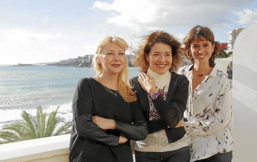 Las actrices Amparo Larrañaga, María Pujalte y Marina San José posaron ayer en el Hotel Nixe Palace de Cala Major. n FOTO: JAUME MOREY