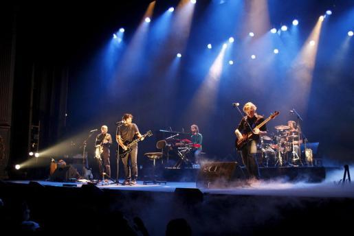 La banda Antònia Font, ayer, durante su actuación en el Teatre Principal de Palma.