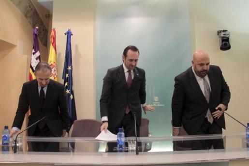 El president José Ramón Bauzá intentó por todos los medios quitar ayer hierro a la renuncia de Carlos Delgado como conseller de Turisme.