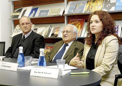 Sebastià Serra, Miquel Duran y Bel Pascual presentaron el libro. Fotos: T. AYUGA
