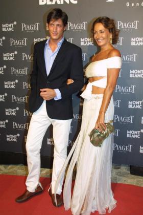Luis Medina, posando con su madre Nati Abascal.