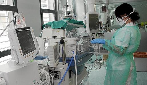 Interior del hospital de Son Espases, en plena actividad.