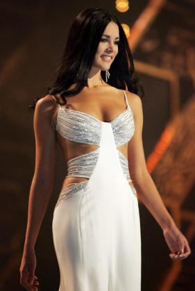 Una fotografía de archivo fechada el 31 de mayo de 2005 muestra a la entonces Miss Venezuela Mónica Spears durtante un desfile en el certamen Miss Universo 2005.