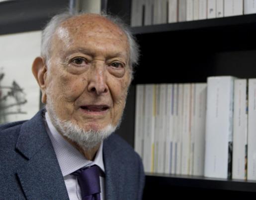 Josep Maria Castellet, Premio Nacional de las Letras Españolas en 2010, ha fallecido en Barcelona a los 87 años de edad.