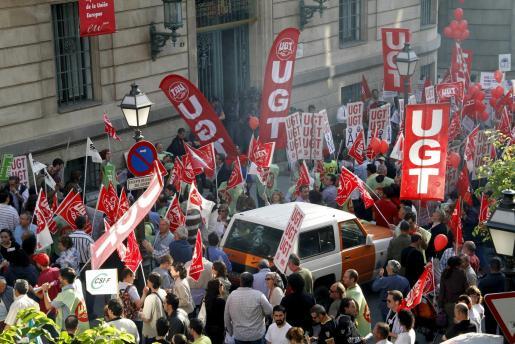 Aldededor de medio millar de personas se han concentrado en la Delegación del Gobierno de Palma.