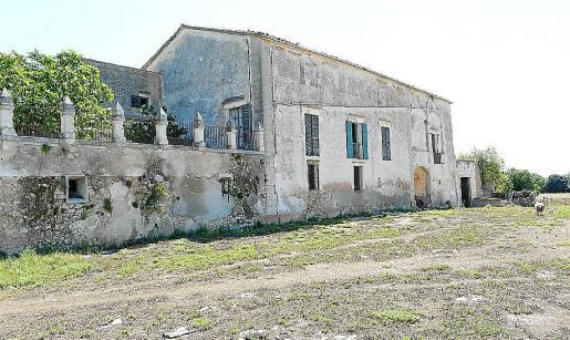 La Fundación Alzina gestiona parte de la herencia de Antònia Alzina, que incluía la possessió de Son Bordils (foto), en Inca. Actualmente, este bien arquitectónico catalogado está al borde de la ruina.