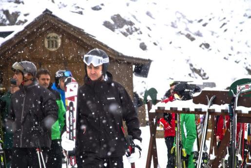 Fotografía facilitada por la estación Aramón Formigal, del Príncipe de Asturias que ha disfrutado de una jornada de esquí en este centro invernal.