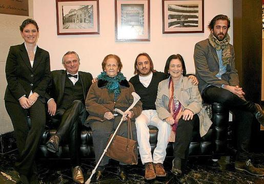 """Aina Llompart, Biel Durán, Ana Lladó, """"el Habichuela"""", Catalina Cunill y Carlos Prieto."""