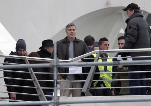 """El actor George Clooney, durante el rodaje hoy en la Ciudad de las Artes y las Ciencias de Valencia de la película de Disney """"Tomorrowland""""."""