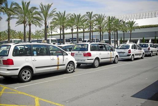 Imagen de archivo de la parada de taxis del aeropuerto palmesano de Son Sant Joan.