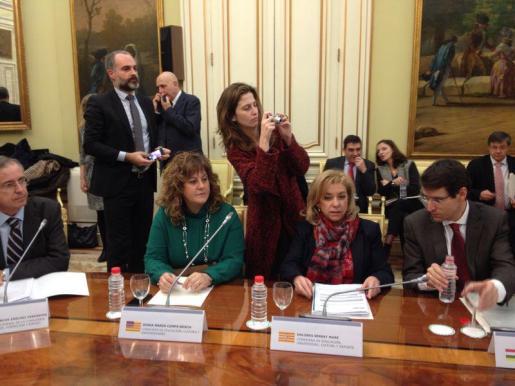 Camps (segunda por la izquierda), durante la reunión de la Conferencia Sectorial de Educación celebrada hoy en Madrid.
