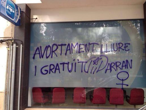 La sede del PP de Inca ha amanecido con pintadas a favor del aborto.