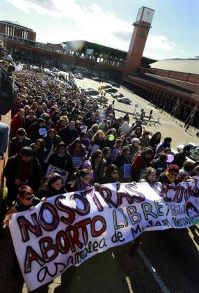 Inicio de la manifestación celebrada en Madrid entre Atocha y la plaza de Neptuno contra la reforma del aborto.