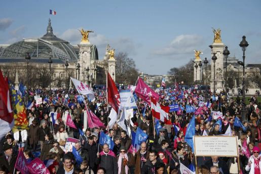 Decenas de miles de personas han participado en la manifestación.