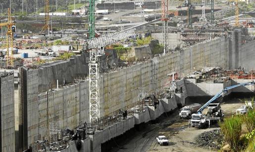 Las obras del Canal de Panamá esperan el acuerdo para cerrar la gigantesca infraestructura.